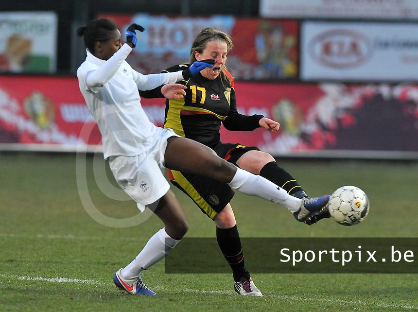 France U19 - Belgium U19 : Lucinda Michez (11) in a duel with France defender Aissatou Tounkara (left).foto DAVID CATRY / Nikonpro.be