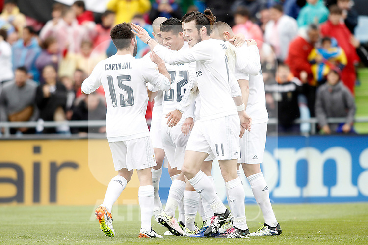 Real Madrid's players celebrate goal during La Liga match. April 16,2016. (ALTERPHOTOS/Acero)