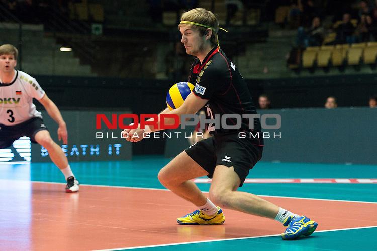 29.12.2013, Lotto Dome, Maaseik<br /> Volleyball, Belgien vs. Deutschland<br /> <br /> Abwehr Ferdinand Tille (#2 GER)<br /> <br />   Foto &copy; nordphoto / Kurth