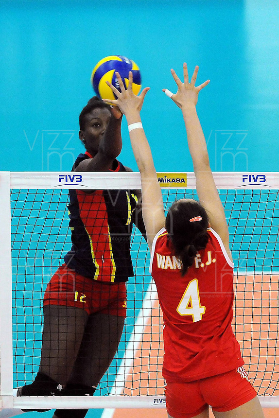 REPUBLICA CHECA. 25-06-2013. La selección Colombia sub 20 de voleibol femenino perdió su compromiso de hoy frente a China por marcador de 3-0 en  el Campeonato Mundial de la categoría, que se disputa en Brno, República Checa. En la imagen la colombiana Ivonne Daniela Montano al ataque./ Colombian team lost today the match against China by score of 3-0 in 2013 Women's Under 20 World Championship Tournament at Brno, Czech Repuiblic. In the picture colombian player Ivonne Daniela Montano attacks. Photo: VizzorImage / FIVB/ COURTESY/ NO SALES/ EDITORIAL ESU ONLY