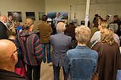 Voorafgaand aan het evenement Dichters op het Erf op Cultuurerf Andledon te Den Andel, reikte Harm Evert Waalkens, voorzitter van de Raad van Toezicht van Stichting Waddengroep en wethouder van de gemeente De Marne het Waddengoudcertificaat uit aan dichter Gritter.