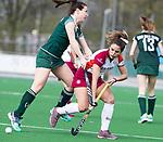 ALMERE - Hockey - Overgangsklasse competitie dames ALMERE- ROTTERDAM (0-0) .  Lisa van Baaren (R'dam) met Maria Verga (Al). COPYRIGHT KOEN SUYK