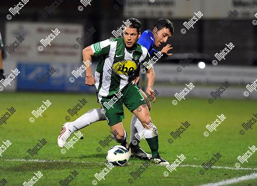 2012-12-15 / Voetbal / seizoen 2012-2013 / Racing Mechelen - Rupel-Boom / Kevin Serville (RCM) met Kocaslan in de rug..Foto: Mpics.be