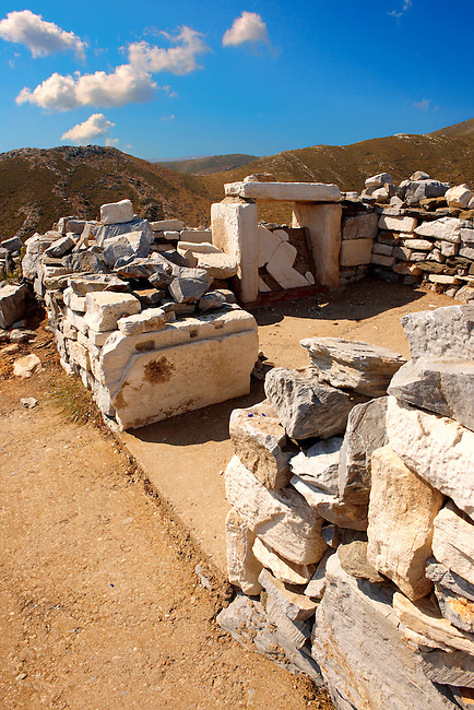 The beleived tomb of Homer near the ruins of  village on Ios he was reported to hev been born in. Ios, Greece