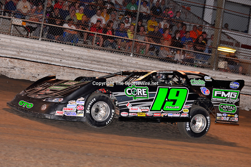 Feb 20, 2014; 7:03:09 PM;  Barberville, FL, USA;  World of Outlaws Late Model Series for 43rd Annual DIRTcar Nationals presented by Summit Racing Equipment at Volusia Speedway Park.  Mandatory Credit: (thesportswire.net)