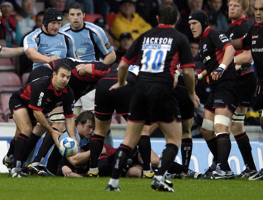Photo: Jonathan Butler..Saracens v Glasgow Rugby. European Challenge Cup. 22/10/2006..Neil De Kock of Saracens passes.
