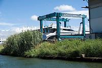 Pisa, canale dei Navicelli,cantiere nautico e travel lift per yacht