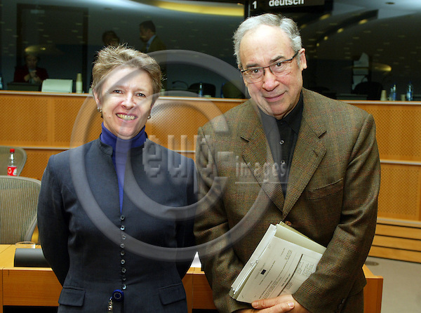 BRUSSELS - BELGIUM - 18 JANUARY 2005 --From left Muriel DUNBAR, ETF Director, and MEP Ottaviano DEL TURCO and President for the Committee on Employment and Social Affairs, after the committee meeting in the EU Parliament. -- PHOTO: ERIK LUNTANG / EUP-IMAGES
