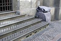 CAMPINAS, SP 06.08.2019 - CLIMA - Moradores de rua se protegem do frio no centro da cidade de Campinas (SP), na manhã desta terça-feira (6). (Foto: Denny Cesare/Código19)