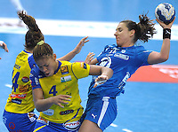 Handball Champions League Frauen 2013/14 - Handballclub Leipzig (HCL) gegen Metz (FRA) am 10.11.2013 in Leipzig (Sachsen). <br /> IM BILD: Karolina Kudlacz (r., HCL) gegen Yvette Broch (l., Metz) und Nina Kanto (Metz) <br /> Foto: Christian Nitsche / aif