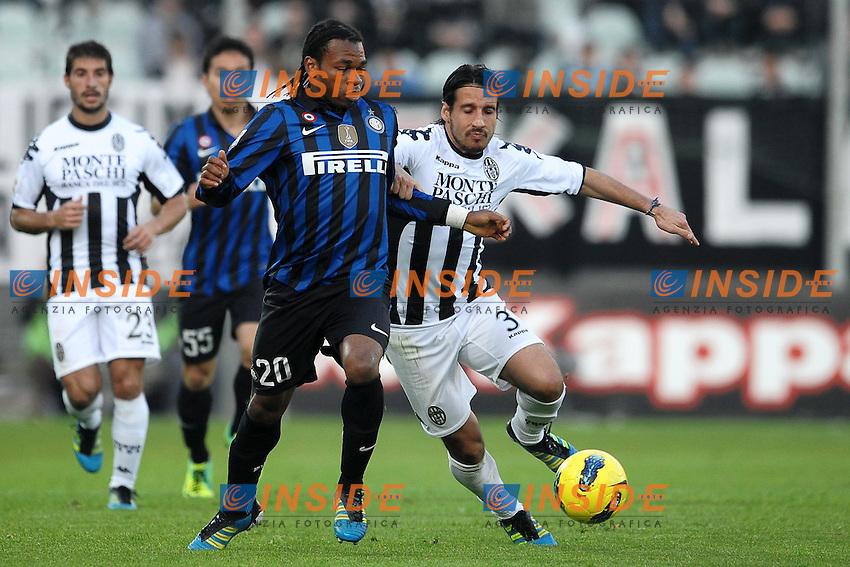 """Joel OBY Inter, Cristiano DEL GROSSO Siena.Siena 27/11/2011 Stadio """"Artemio Franchi"""".Football Calcio Serie A 2011/2012.Siena Vs Inter.Foto Insidefoto Andrea Staccioli"""