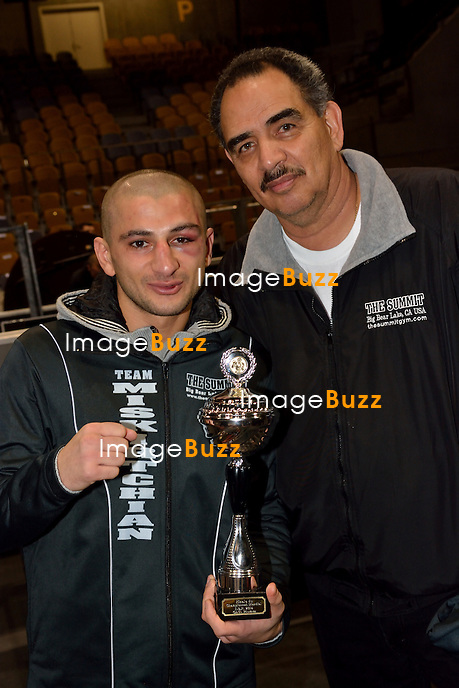Jean-Paul Belmondo assiste au match de boxe opposant le boxeur Fran&ccedil;ais Sofiane Takoucht au boxeur belge Alex Miskirtchian, au Country Hall de Li&egrave;ge, en Belgique.<br /> Sofiane Takoucht battu par Alex Miskirtchian.<br /> Belgique, Li&egrave;ge, 11/01/2014<br /> PIC : Alex Miskirtchian<br /> French actor Jean-Paul Belmondo attends a boxing match in Li&egrave;ge, Belgium, between French boxer Sofiane Takoucht and Belgian boxer Alex Miskirtchian.<br /> Belgium, Li&egrave;ge, January 11, 2014.