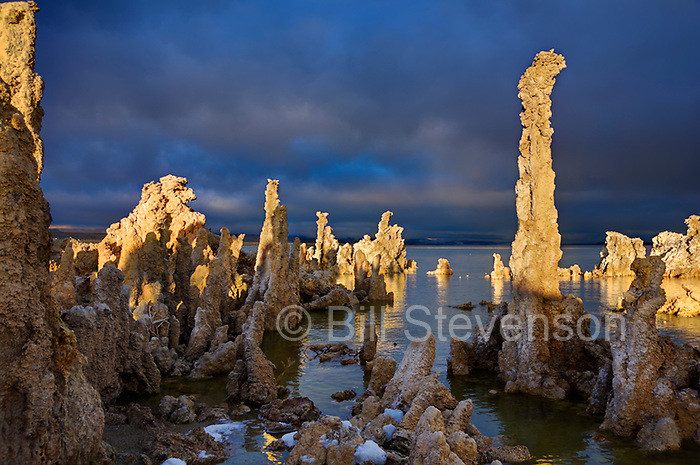 A photo of tufa towers on Mono Lake