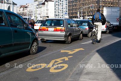 Genève, le 25.02.2009.Piste cyclable, boulevard du pont d'arve..© Le Courrier / J.-P. Di Silvestro