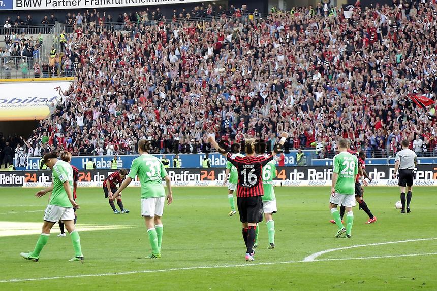 Stefan Aigner (Eintracht) jubelt, Wolfsburg enttaeuscht