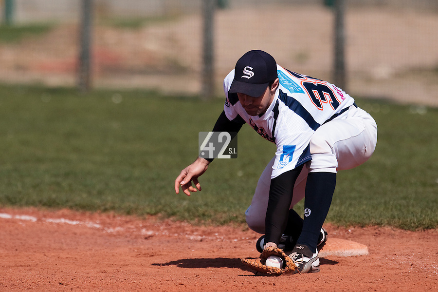 18 April 2010: Sebastien Boyer of Savigny is seen at first base as he catches the ball during game 1/week 2 of the French Elite season won 8-1 by Savigny (Lions) over Senart (Templiers), at Parc municipal des sports Jean Moulin in Savigny-sur-Orge, France.