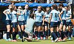 NIJMEGEN -   Teambespreking Nijmegen  tijdens de tweede play-off wedstrijd dames, Nijmegen-Huizen, voor promotie naar de hoofdklasse..  COPYRIGHT KOEN SUYK