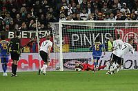 Manuel Neuer (D) haelt