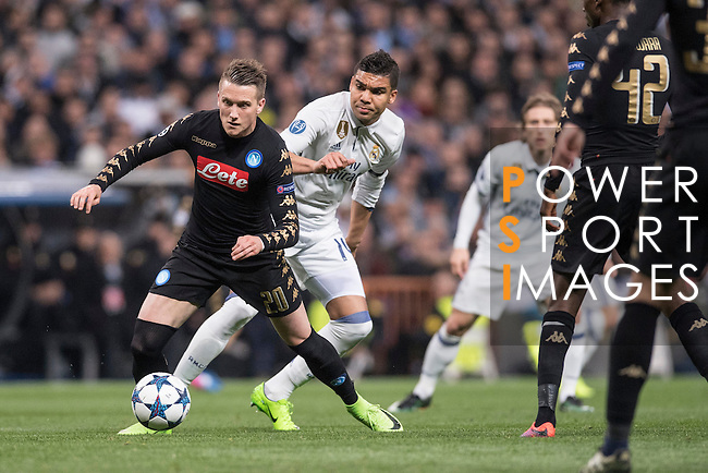 Piotr Zielinski of SSC Napoli fights for the ball with Carlos Henrique Casemiro of Real Madrid during the match Real Madrid vs Napoli, part of the 2016-17 UEFA Champions League Round of 16 at the Santiago Bernabeu Stadium on 15 February 2017 in Madrid, Spain. Photo by Diego Gonzalez Souto / Power Sport Images