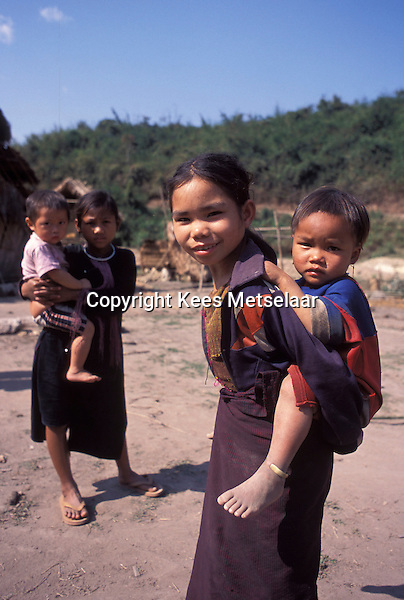 Laos, Luang Namtha, Lanten village..Lanten children in village on the Nam Tha river ...Photo by Kees Metselaar, 2003