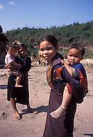 Laos, Luang Namtha, Lanten village..Lanten children in village on the Nam Tha river ...Photo by Kees Metselaar, 2003