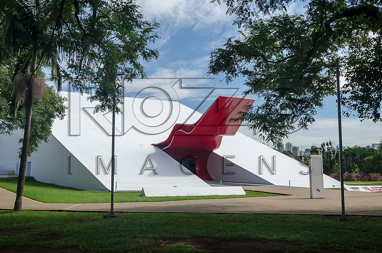 Auditório Ibirapuera no Parque do Ibirapuera - projeto de Oscar Niemeyer, São Paulo - SP, 03/2013.