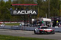 #912 Porsche GT Team Porsche 911 RSR, GTLM: Earl Bamber, Laurens Vanthoor, Checkered Flag