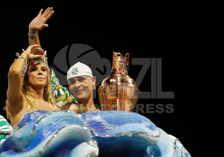 SAO PAULO, SP, 24 DE FEVEREIRO 2012 - CARNAVAL SP DESFILE CAMPEAS - MANCHA VERDE -O ex goleiro Marcos na escola de samba Mncha Verde durante desfile das campeãs  do Carnaval 2012 de São Paulo, no Sambódromo do Anhembi, na zona norte da cidade, (FOTO: ALE VIANNA - BRAZIL PHOTO PRESS)