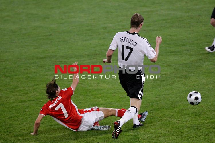 UEFA Euro 2008 Group B Klagenfurt - W&ouml;rthersee Match 04 <br /> <br /> Deutschland ( GER ) - Polen ( POL )<br /> <br /> faul von Ebi Smolarek  ( Poland / Angreifer / Forward /  Racing Santander #07 ) an David Okondor ( Germany / Angreifer / Forward / Betis Sevilla #197 erhielt von Tom Henning Ovrebo  ( Referee - Schiedsrichter ) die gelbe Karte <br /> <br /> <br /> Foto &copy; nph (  nordphoto  )<br /> <br /> <br /> <br />  *** Local Caption ***