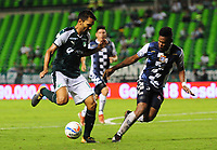 PALMIRA - COLOMBIA - 14 - 02 - 2018: Abel Aguilar (Izq.) jugador de Deportivo Cali disputa el balón con Jose Luis Mosquera (Der.) jugador de Boyaca Chico F. C., durante partido de la fecha 3 por la liga Aguila I 2018, jugado en el estadio Deportivo Cali (Palmaseca) en la ciudad de Palmira. / Abel Aguilar (L) player of Deportivo Cali vies for the ball with Jose Luis Mosquera (R) player of Boyaca Chico F. C., during a match of the 3rd date for the Liga Aguila I 2018, at the Deportivo Cali (Palmaseca) stadium in Palmira city. Photo: VizzorImage  / Nelson Rios / Cont.