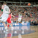01 APR 2000:  Michigan State guard Mateen Cleaves (12) makes a pass during the NCAA Division 1 Men's Basketball Final Four Tournament semifinal game held in the RCA Dome in Indianapolis, IN. The Michigan St. Spartans defeated Wisconsin 53-41 to meet Florida for the title. Cleaves was named MVP for the tournament. Rich Clarkson/NCAA Photos