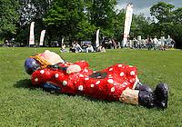 AMSTERDAM- Vondelpark 150 jaar. In het Vondelpark staan 20 beelden tentoongesteld, die ontworpen zijn door Amsterdamse scholieren ter ere van het 150 jarig jubileum van het park. Art Zuid Jong