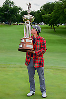 Kevin Kisner (USA) kisses the trophy for winning the 2017 Dean &amp; Deluca Invitational, at The Colonial, Ft. Worth, Texas, USA. 5/28/2017.<br /> Picture: Golffile | Ken Murray<br /> <br /> <br /> All photo usage must carry mandatory copyright credit (&copy; Golffile | Ken Murray)