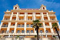 Croatia, Kvarner Gulf, Opatija: Grand Hotel Palace at centre | Kroatien, Kvarner Bucht, Opatija: im Zentrum von Opatija das Grand Hotel Palace
