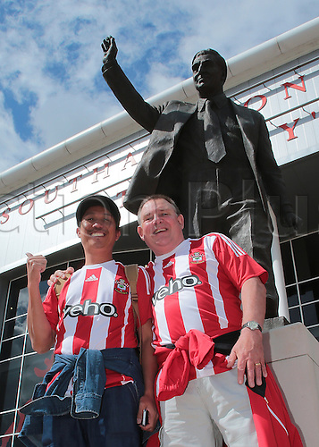 15.08.2015. Southampton, England. Barclays Premier League. Southampton versus Everton. Southampton fans have a photo in front of The Ted Bates Memorial