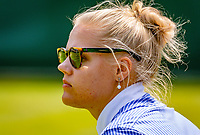 London, England, 6 th. July, 2018, Tennis,  Wimbledon, Men's doubles: Lineswoman<br /> Photo: Henk Koster/tennisimages.com