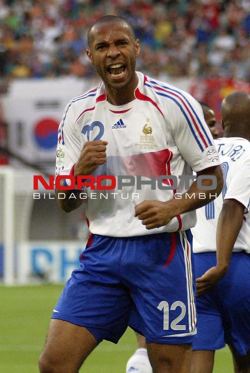FIFA WM 2006 -  Gruppe D  Vorrunde ( Group D )<br /> Play   #29 (18-Jun) - Frankreich - Korea<br /> <br /> Jubel von Thierry Henry von Frankreich nach seinem Tor zum 1:0.<br /> <br /> Foto &copy; nordphoto