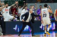 MADRID, ESPAÑA - 11 DE JUNIO DE 2017: El banquillo del Real Madrid celebra una canasta durante el partido entre Real Madrid y Valencia Basket, correspondiente al segundo encuentro de playoff de la final de la Liga Endesa, disputado en el WiZink Center de Madrid. (Foto: Mateo Villalba-Agencia LOF)