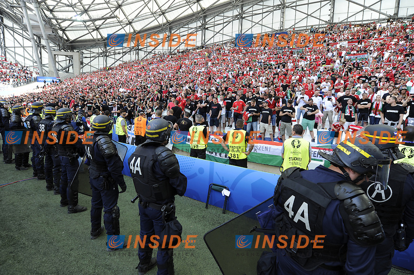 Tifosi Ungheriae Polizia Fans Hungary and Police <br /> Marseille 18-06-2016 Stade Velodrome Football Euro2016 Iceland - Hungary / Islanda - Ungheria Group Stage Group F. Foto Franck Pennant / Panoramic / Insidefoto