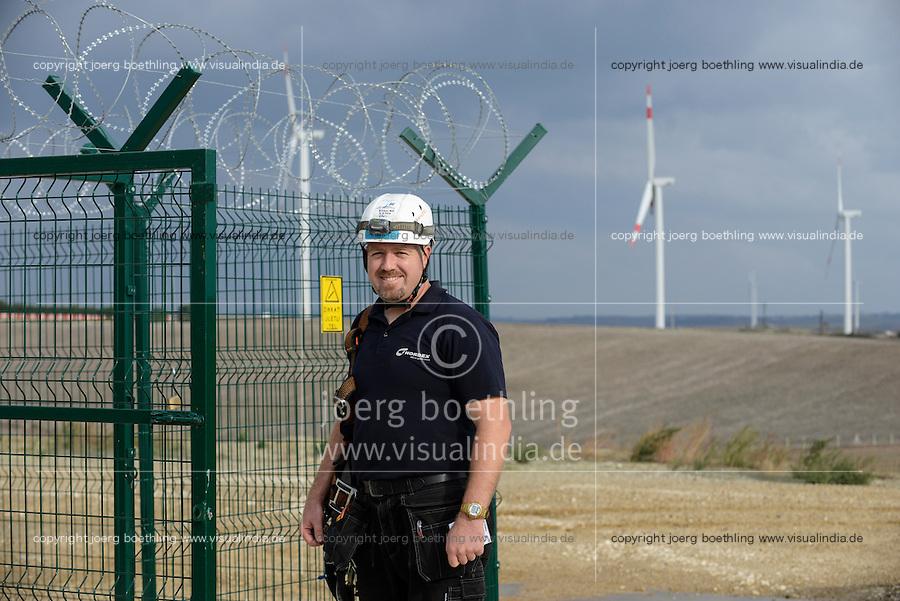 TURKEY Silivri, wind farm of Eksim Holding with Nordex wind turbines  / TUERKEI Silivri, Windpark der Eksim Holding mit Nordex Windkraftanlagen, Serviceteam, Gülhan Gül