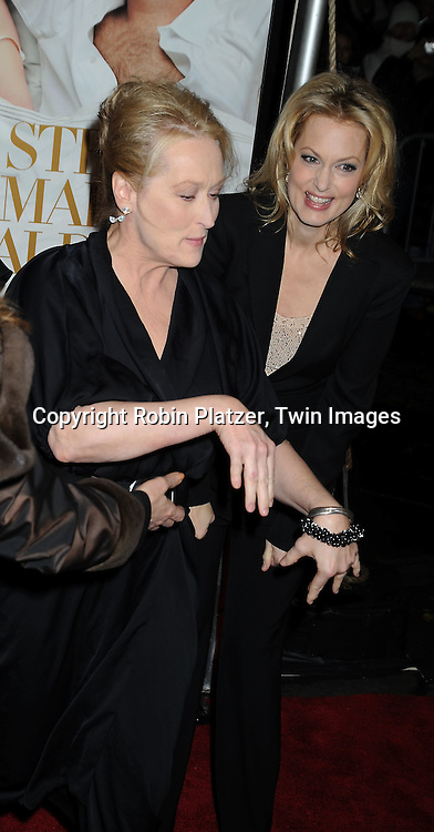 actresses  Meryl Streep and Alexandra Wentworth