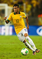 RIO DE JANEIRO, 30.06.2013 - COPA DAS CONFEDERAÇÕES - FINAL - BRASIL X ESPANHA - Neymar do Brasil durante partida contra a Espanha na final da Copa das Confederações Estádio do Maracanã, na zona norte do Rio de Janeiro, neste domingo, 30. (Foto: William Volcov / Brazil Photo Press).