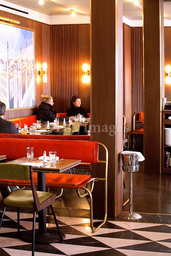 restaurant tables Sant Ambroeus Soho