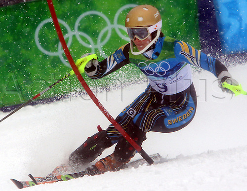 Maria Pietlilae-Holmner of Sweden competes in the first run of womens` slalom during the Vancouver 2010 Olympic Games at Whistler Creekside on 26 February 2010 in Whistler, Canada. Photo: Karl-Josef Hildenbrand /Actionplus. Editorial Use UK.