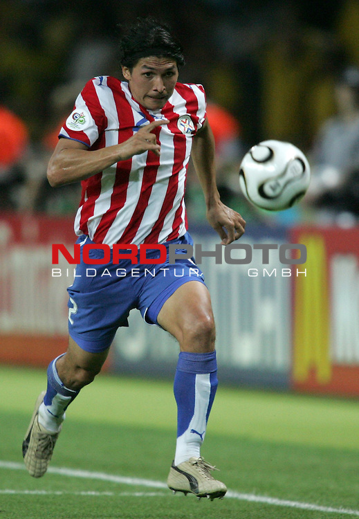 FIFA WM 2006 - Gruppe B ( Group B )<br /> Play #20 (15-Jun) - Sweden - Paraguay.<br /> Jorge Nunez from Paraguay holds the ball during the match of the World Cup in Berlin.<br /> Foto &copy; nordphoto