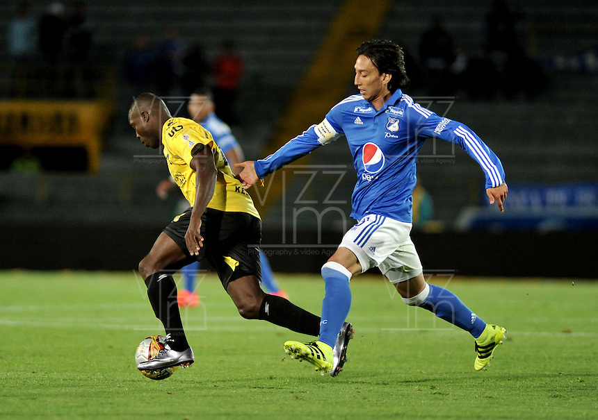 BOGOTA - COLOMBIA - 17 - 07 - 2016: Rafael Robayo (Der.) jugador de Millonarios disputa el balón con Eliecer Quiñones (Izq.) jugador de Alianza Petrolera, durante partido de la fecha 4 entre Millonarios y Alianza Petrolera, de la Liga Aguila II-2016, jugado en el estadio Nemesio Camacho El Campin de la ciudad de Bogota.  / Rafael Robayo (R) player of Millonarios vies for the ball with Eliecer Quiñones (L) player of Alianza Petrolera, during a match between Millonarios and Alianza Petrolera,  for the date 4 of the Liga Aguila II-2016 at the Nemesio Camacho El Campin Stadium in Bogota city, Photo: VizzorImage / Luis Ramirez / Staff.