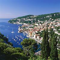 France, Côte d'Azur, Villefranche-sur-mer: View of Town and Harbour | Frankreich, Côte d'Azur, Villefranche-sur-mer: Stadt und Hafen