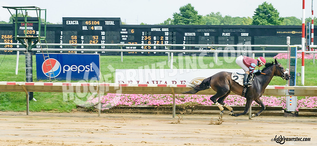 Zoetic winning at Delaware Park on 8/19/15