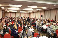 CURITIBA, PR, 16.05.2014 - II FÓRUM MUNDIA DE CONTATOS / CURITIBA - Aconteçe na noite desta sexta-feira (16) , no Auditório do Hotel Pestana, centro de Curitiba,  o  II Fórum Mundial de Contatados. O evento reúne especialistas em Ufologia e pessoas que supostamente tiveram contato com objetos voadores não identificados ou seres extraterrestres.  O fórum tem apresença do norte-americano Travis Walton, que teria sido sequestrado por extraterrestres.  A história dele foi retratada no filme Fogo no Céu, (1993). Evento vai até domingo (18)  e participam 14 palestrantes de seis países: Argentina, Canadá, Chile, Estados Unidos, Venezuela, e Brasil. (Foto: Paulo Lisboa / Brazil Photo Press)