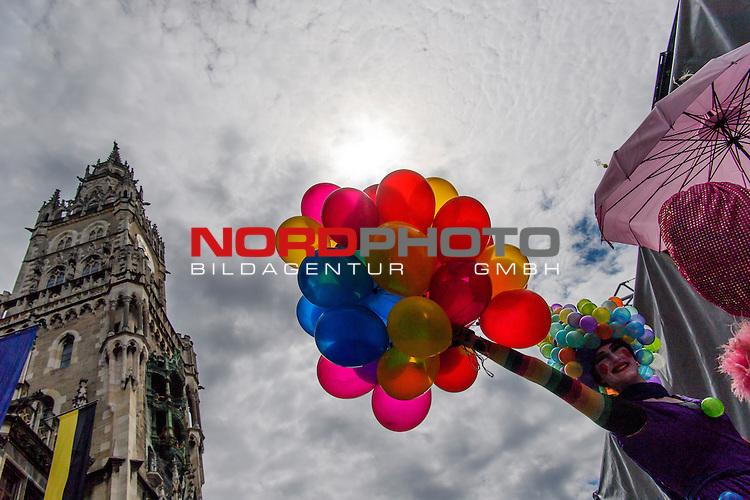 18.06.2016, Marienplatz , Muenchen, GER, impressionen zum Stadtgruendungsfest Muenchen, im Bild Luftballons vor dem Muenchner Rathaus<br /> <br />  Foto &copy; nordphoto / Straubmeier